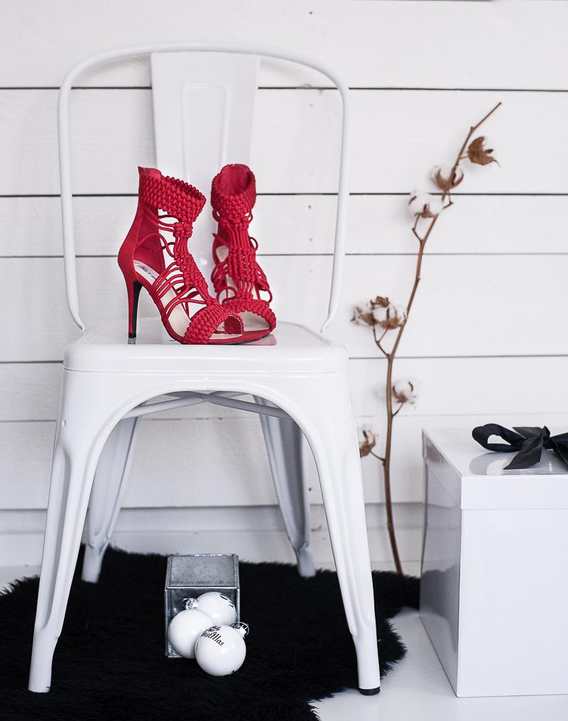 492531ddc72 Röda, höga skor till julafton - check! | home2tiny